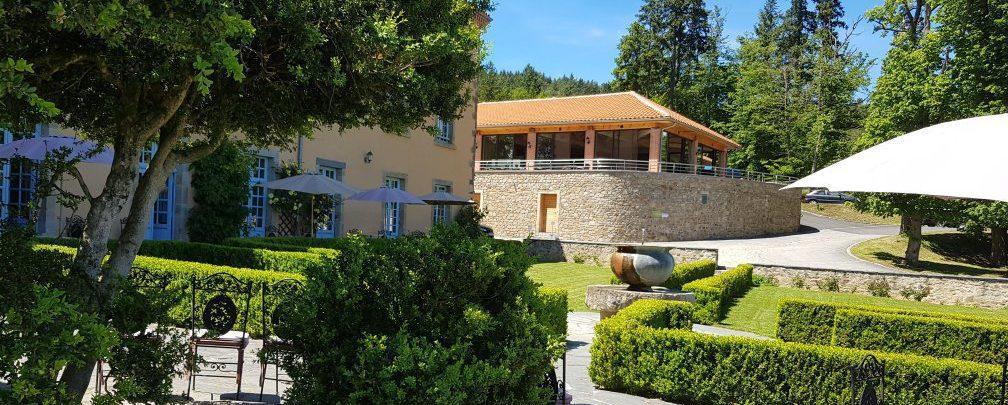 terrasse hôtel domaine saint roch auvergne